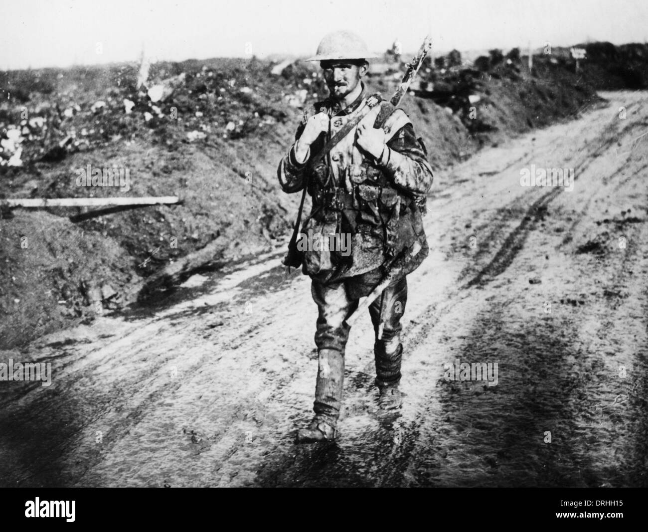 British soldier walking along a road, WW1 - Stock Image