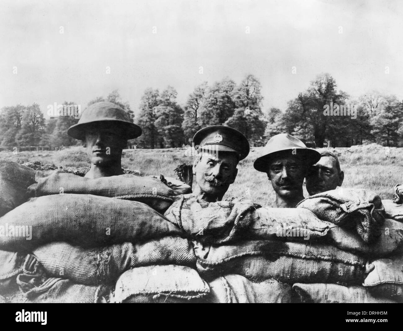 Dummy heads rising above the side of a trench, WW1 Stock Photo
