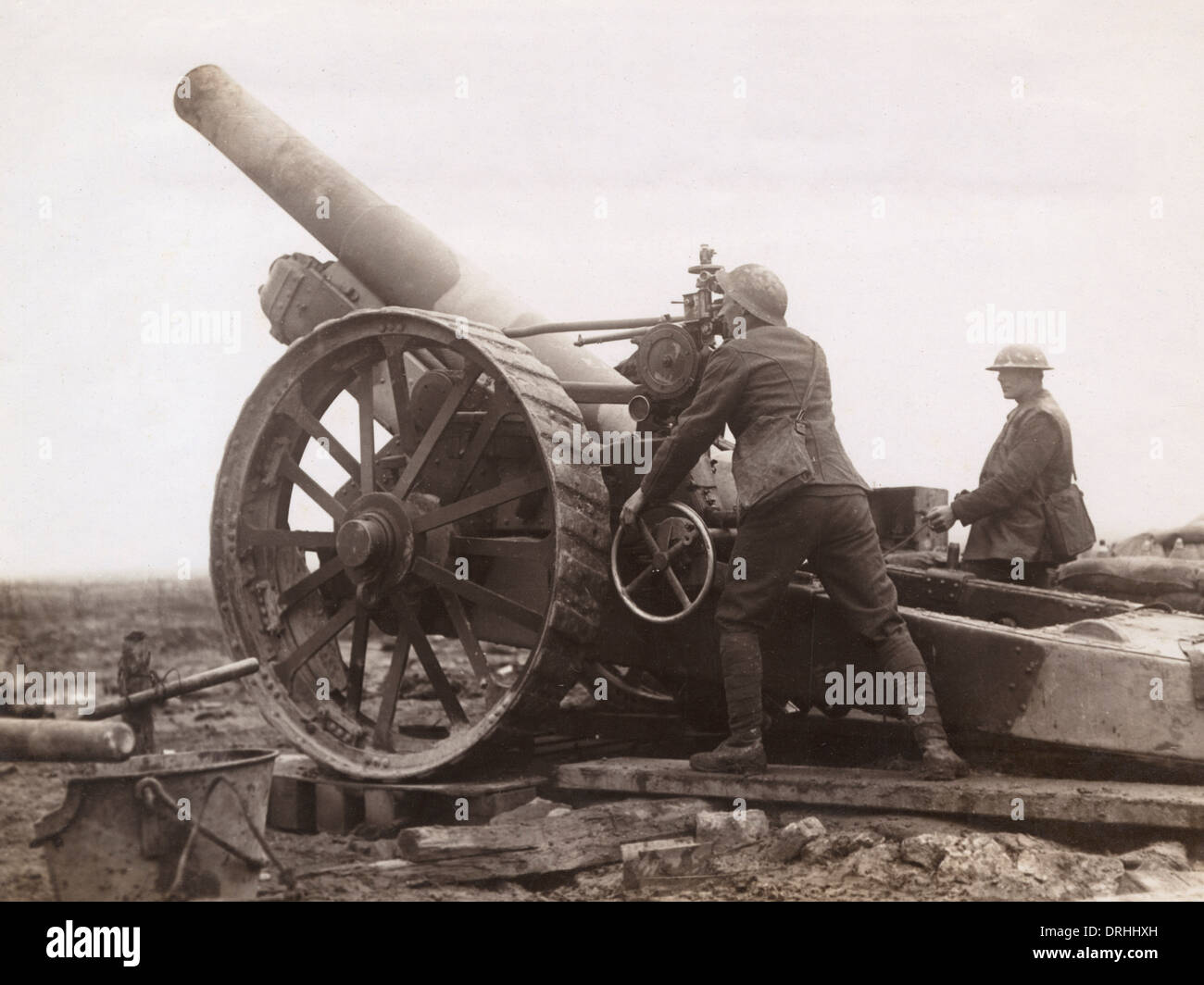 Sighting a British 8 inch Howitzer, France, WW1 - Stock Image