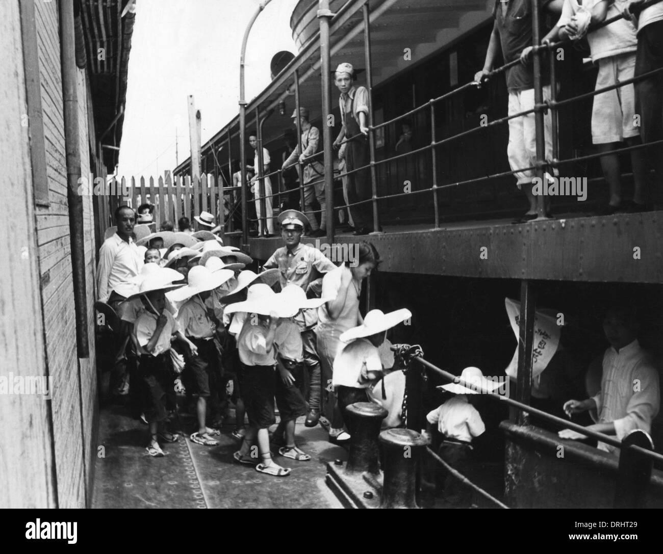 Hankou children evacuated - Stock Image
