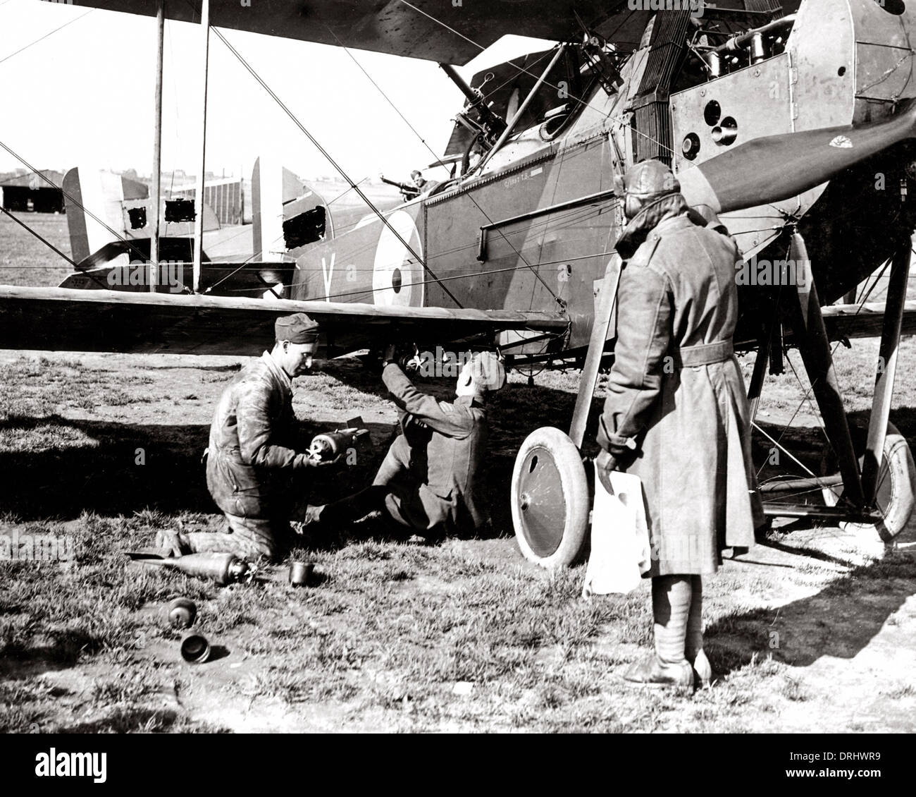 British airmen arming a plane with bombs, WW1 - Stock Image