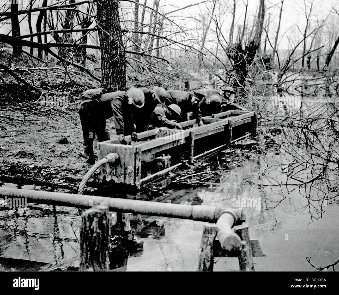 British soldiers filling water cans, Western Front, WW1 - Stock Image