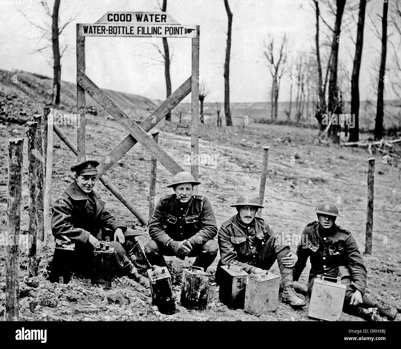 British soldiers with cans of water, Western Front, WW1 - Stock Image