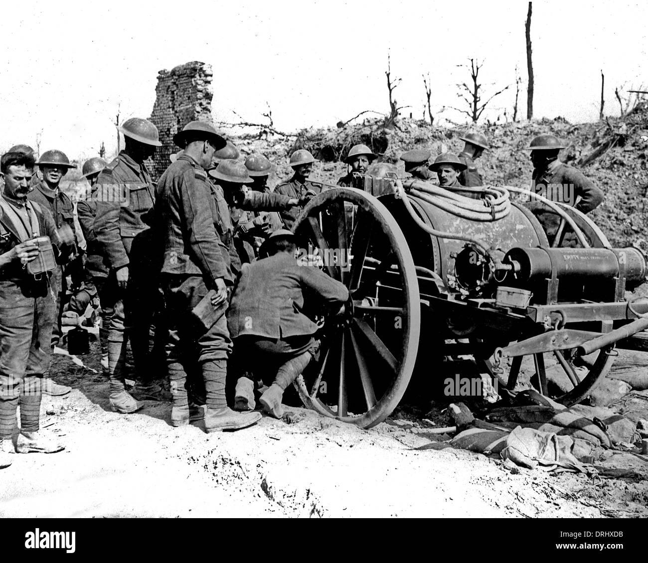 British soldiers standing round water cart, WW1 - Stock Image
