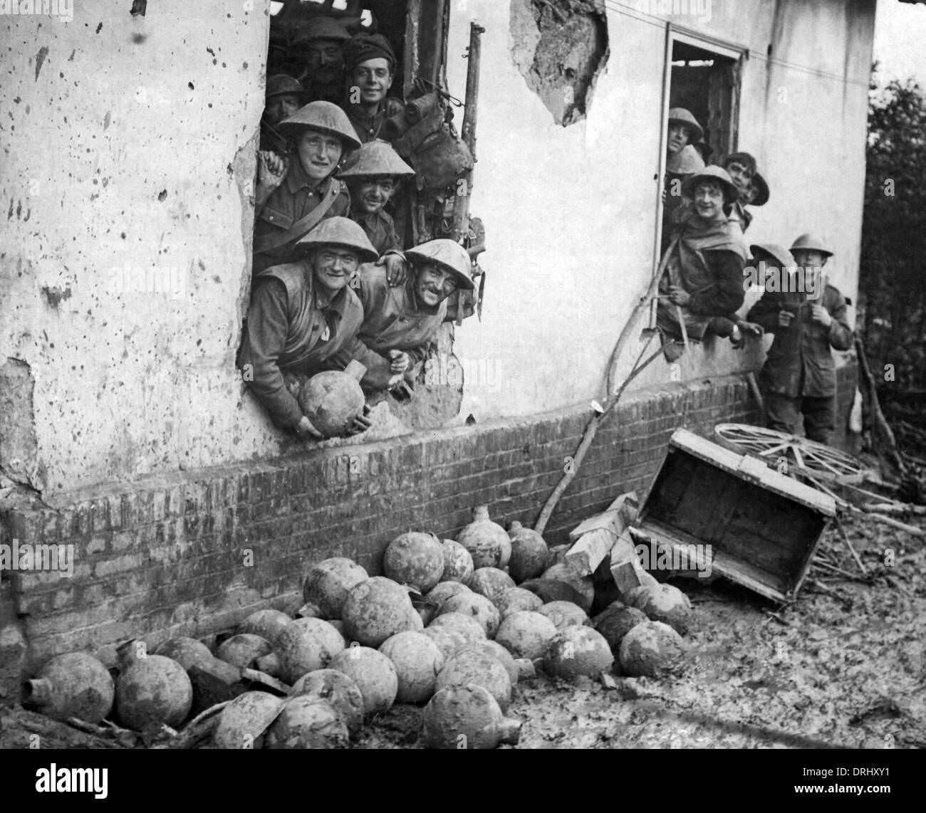British soldiers in bombed building, Western Front, WW1 - Stock Image