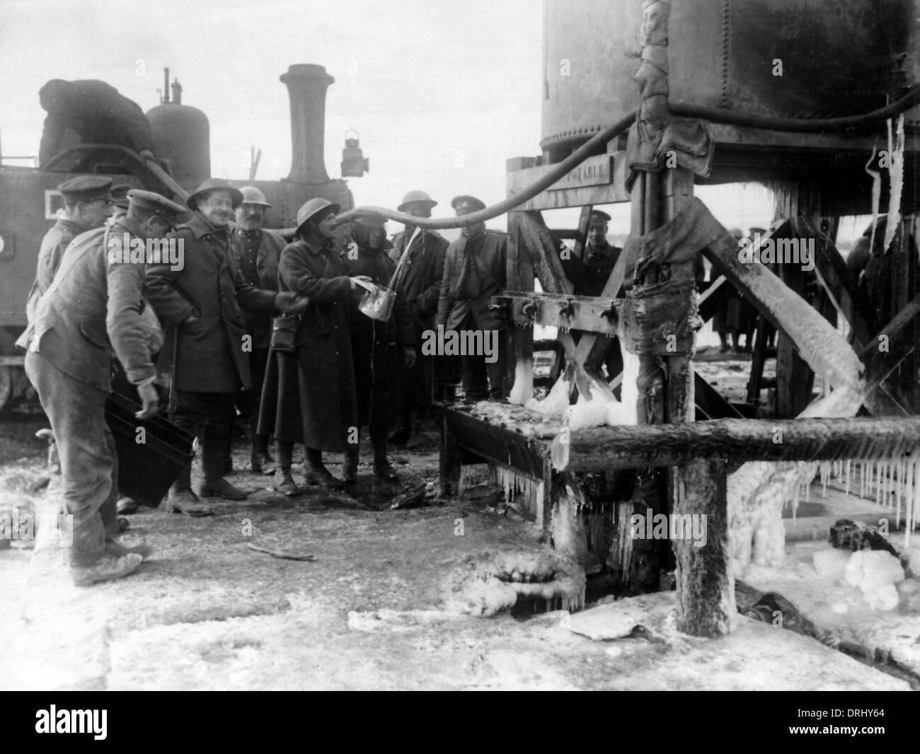 British soldiers taking in water, Western Front, WW1 - Stock Image