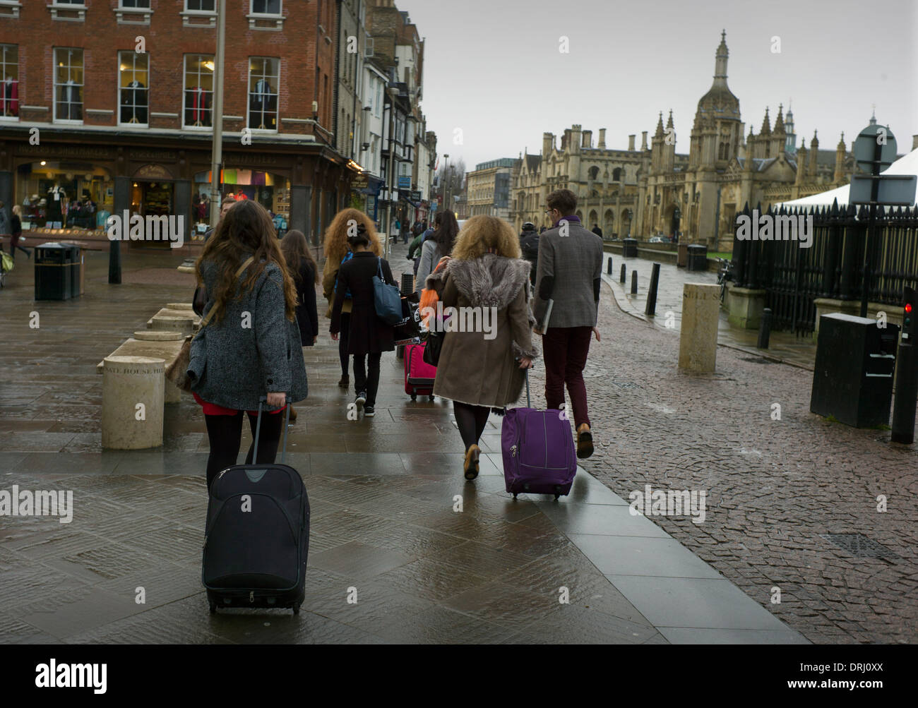 Cambridge University Students arrive back at University after Christmas break. Cambridge, England, UK 25-1-2014 - Stock Image