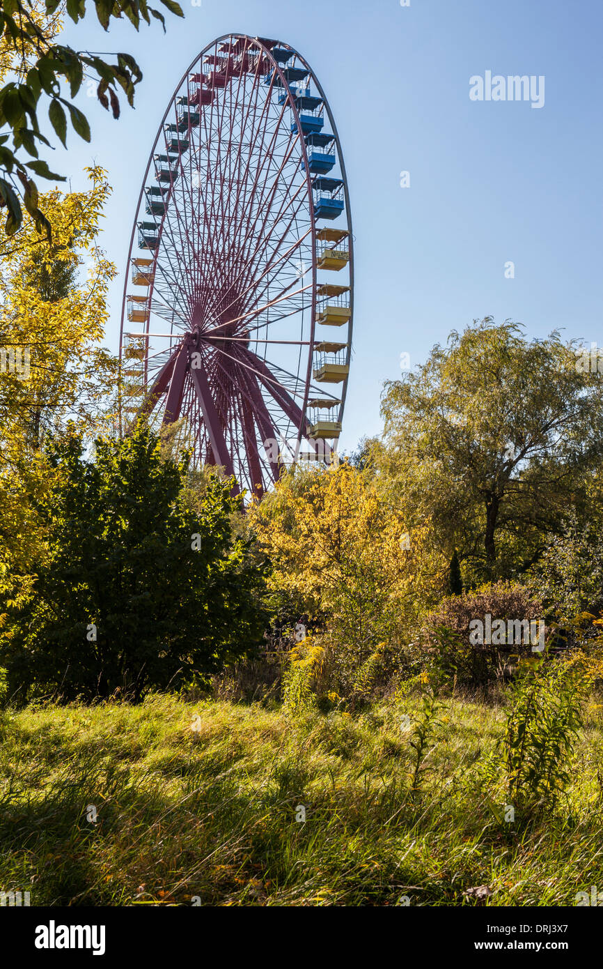Old Derelict Disused Ferris Wheel At The Abandoned Amusement Park Stock Photo Alamy