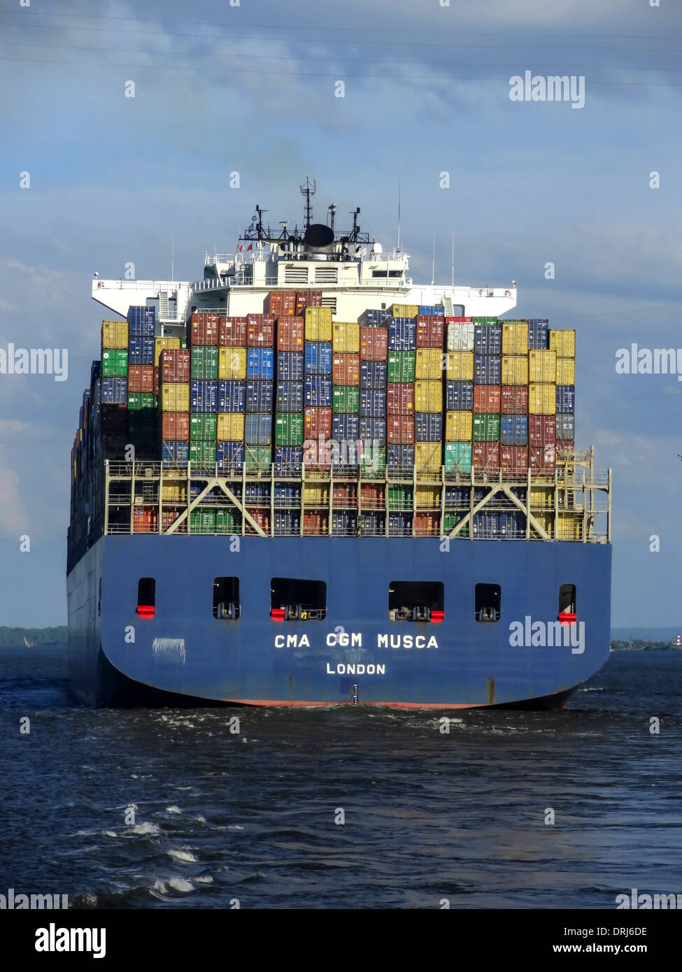 Containerriese CMA CGM Musca auf der Elbe / containership CMA CGM Musca - Stock Image