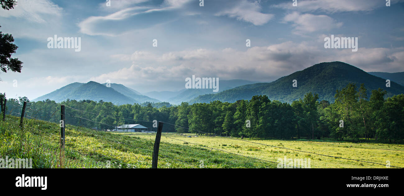 Cades Cove in the Smoky Mountains National Park near Gatlinburg, Tennessee. - Stock Image