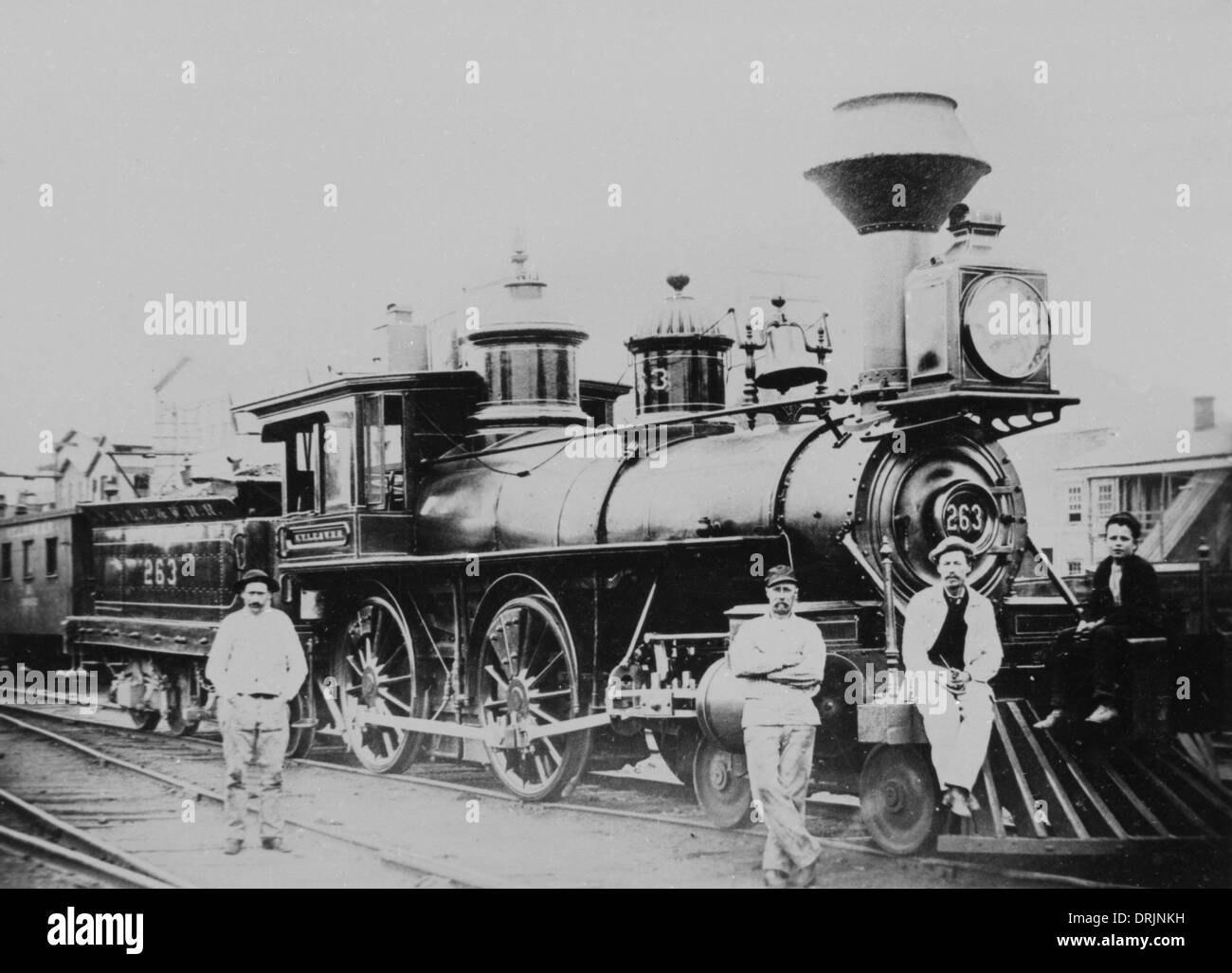 An old fashioned steam train and workers - Stock Image