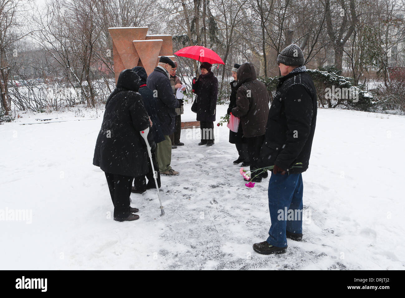 Berlin, Germany. 27th Jan, 2014. Survivors of Nazi's holocaust gather in front of a monument for holocaust victims Stock Photo