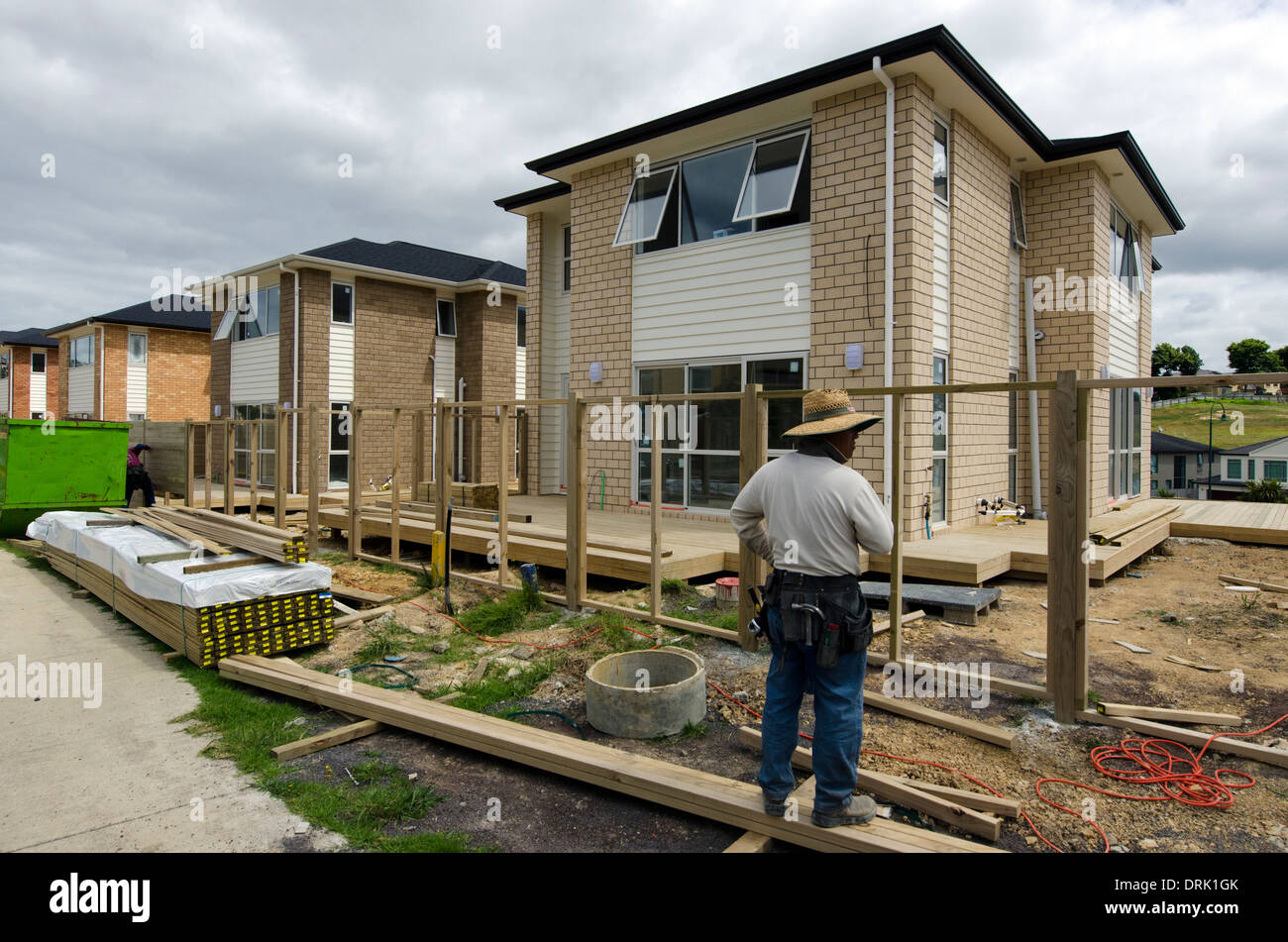 chines builder works in new homes building site in auckland new