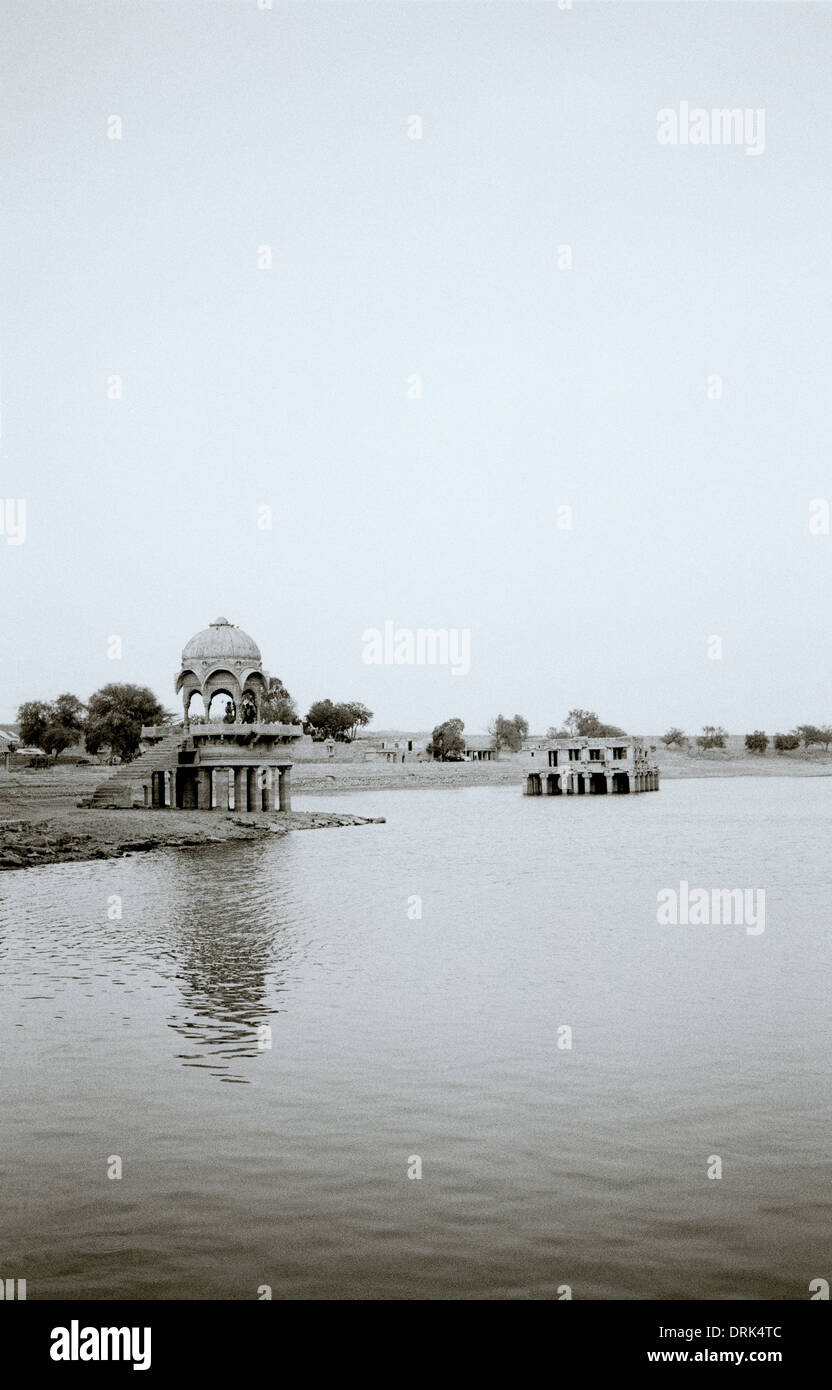 Gadisar Lake in Jaisalmer in Rajasthan in India in South Asia. Serenity Landscape Tranquillity Peace Sky Beauty Travel Escapism Wanderlust - Stock Image