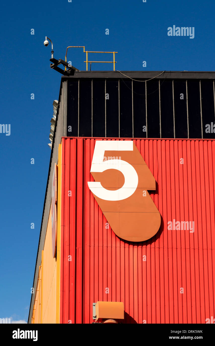 Large number 5 numeral on side of red and black building - Stock Image
