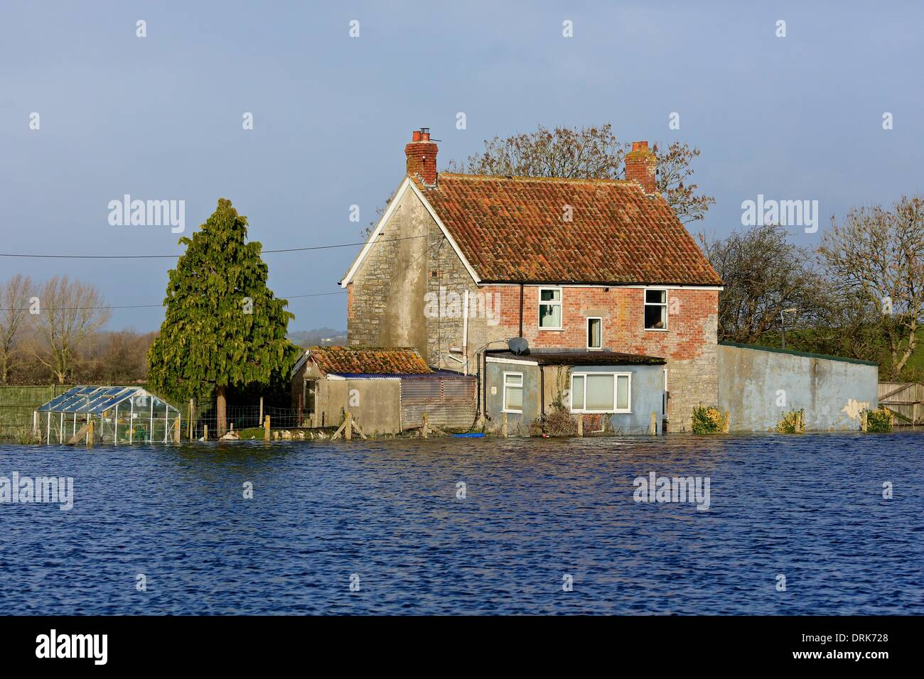 Long Load, Somerset Levels, Somerset, UK. 28th January 2014. Houses and farmland remain under water as warnings are issued saying further flooding may be on the way. Credit:  Tom Corban/Alamy Live News - Stock Image