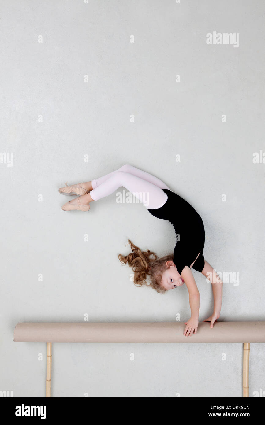 Girl exercising on balance beam - Stock Image