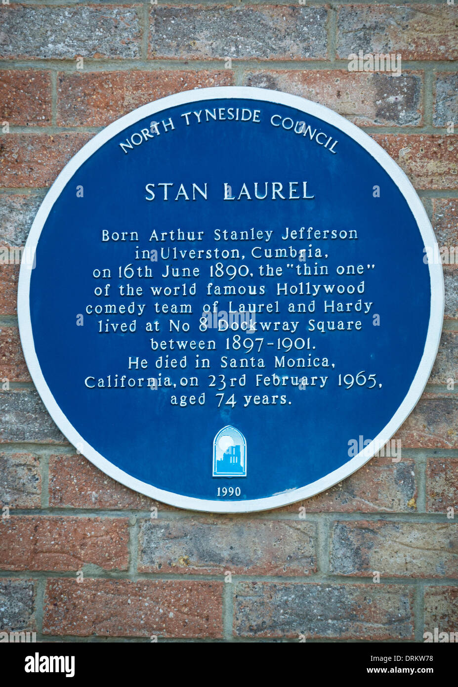 Blue Plaque on the exterior of the house that Stan Laurel of Laurel and Hardy, once lived in. North Shields. - Stock Image