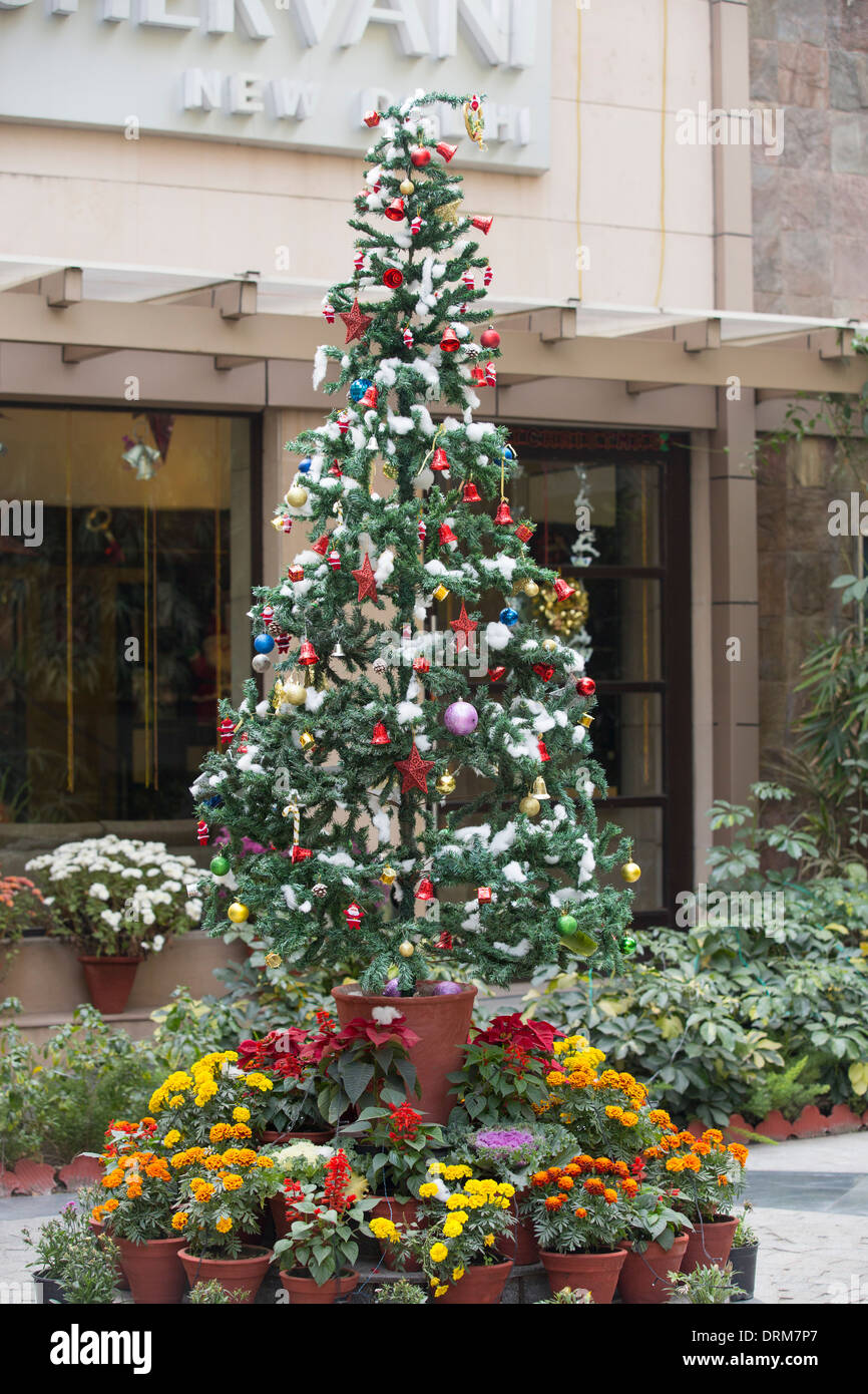 Christmas Tree In India.A Christmas Tree Outside A Hotel In Delhi India Stock Photo