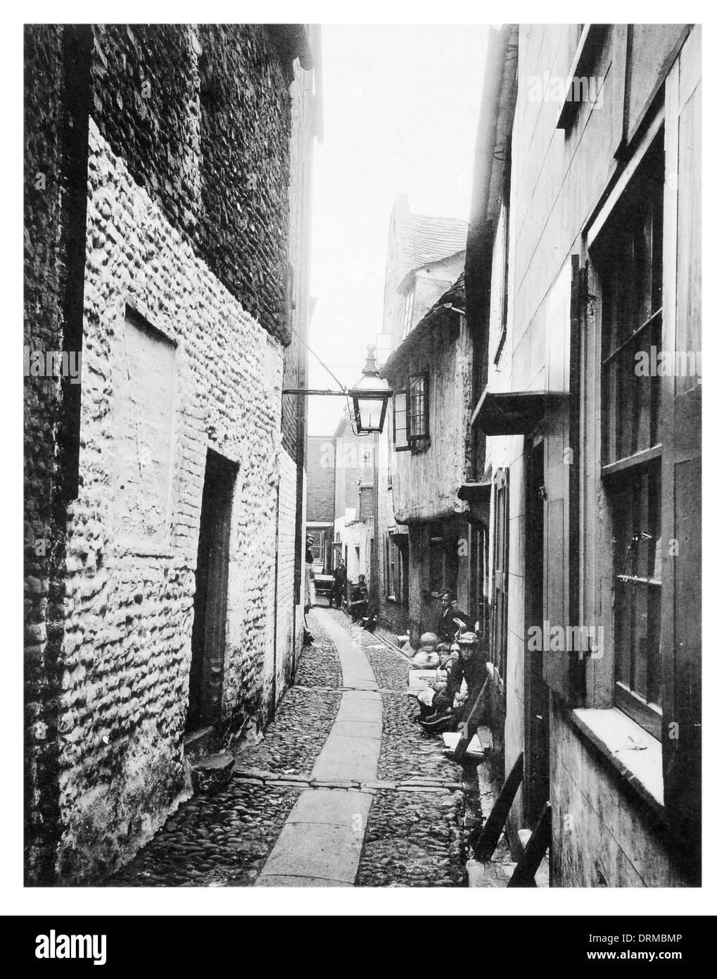 A Yarmouth Row Norfolk Photographed Circa 1910 - Stock Image