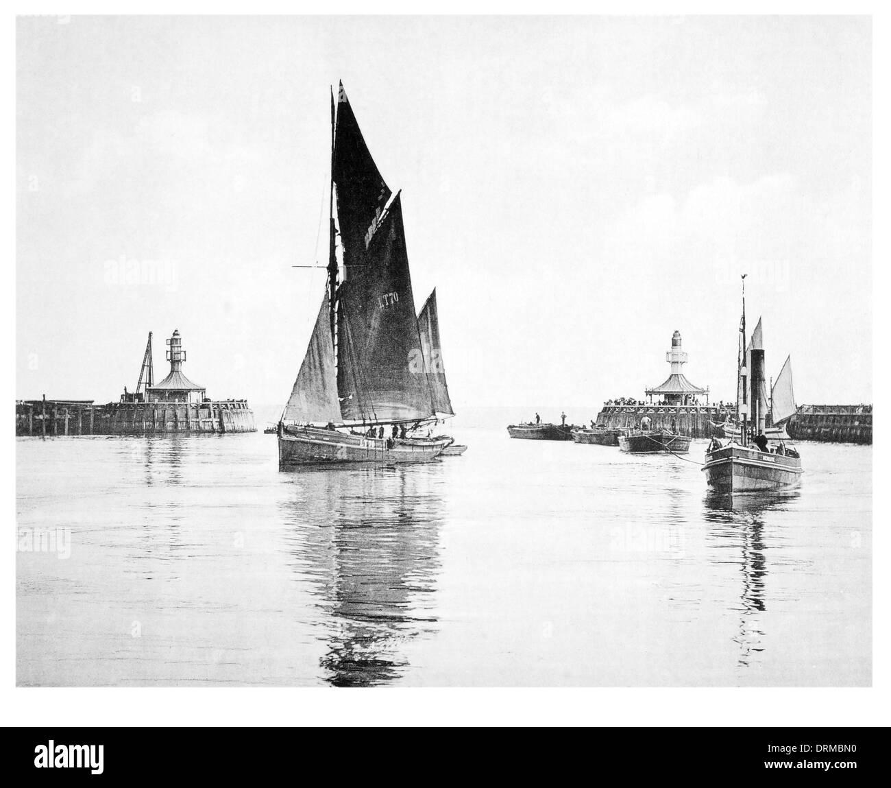 Lowestoft Harbour Photographed Circa 1910 - Stock Image