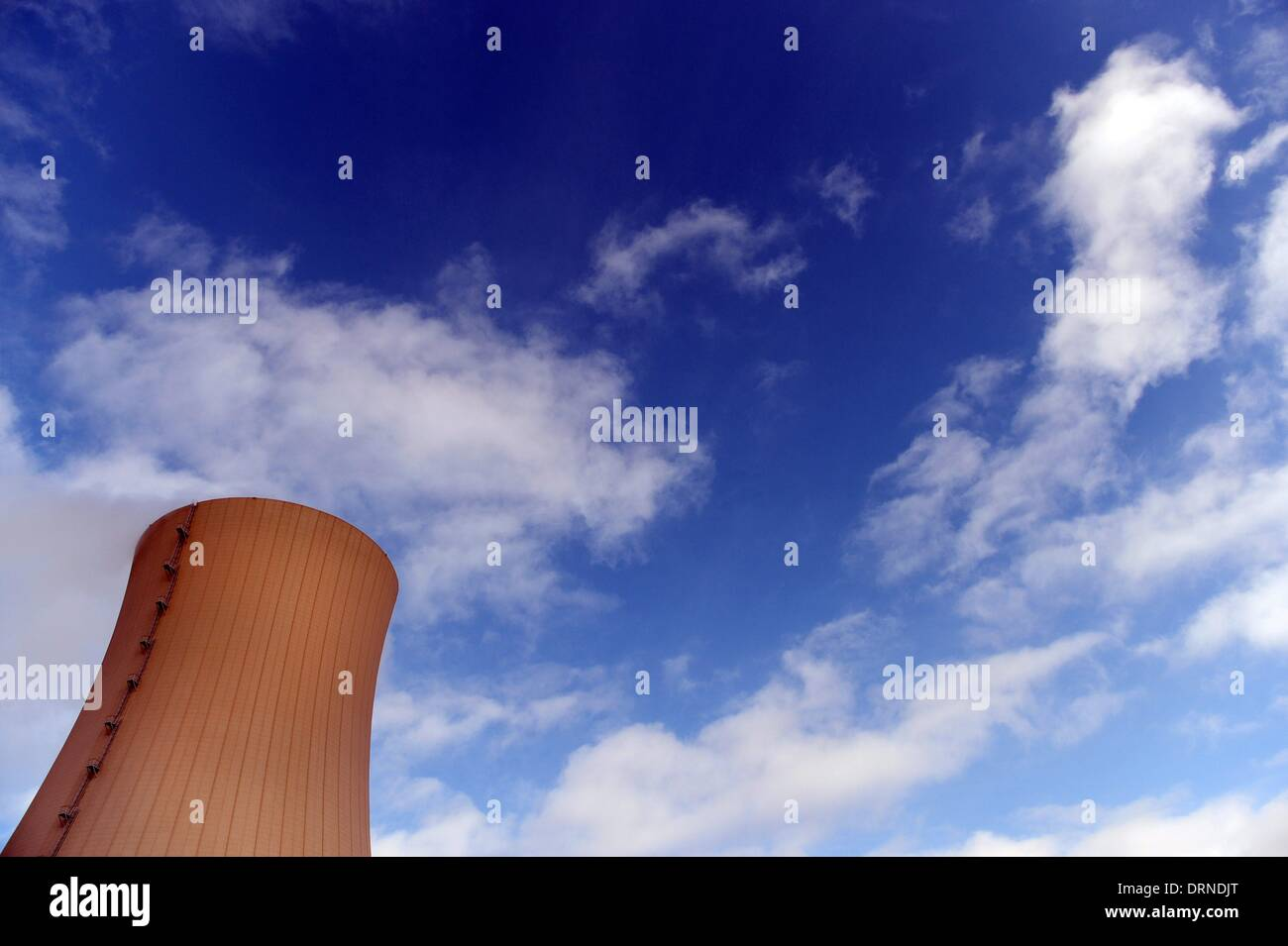 A cooling tower of the nuclear power plant Grohnde in Germany, 28. January 2014. Photo: Frank May - Stock Image