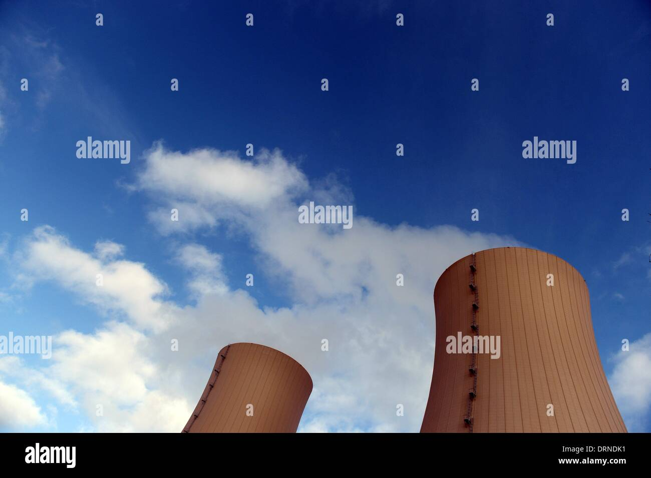 Cooling towers of the nuclear power plant Grohnde in Germany, 28. January 2014. Photo: Frank May - Stock Image