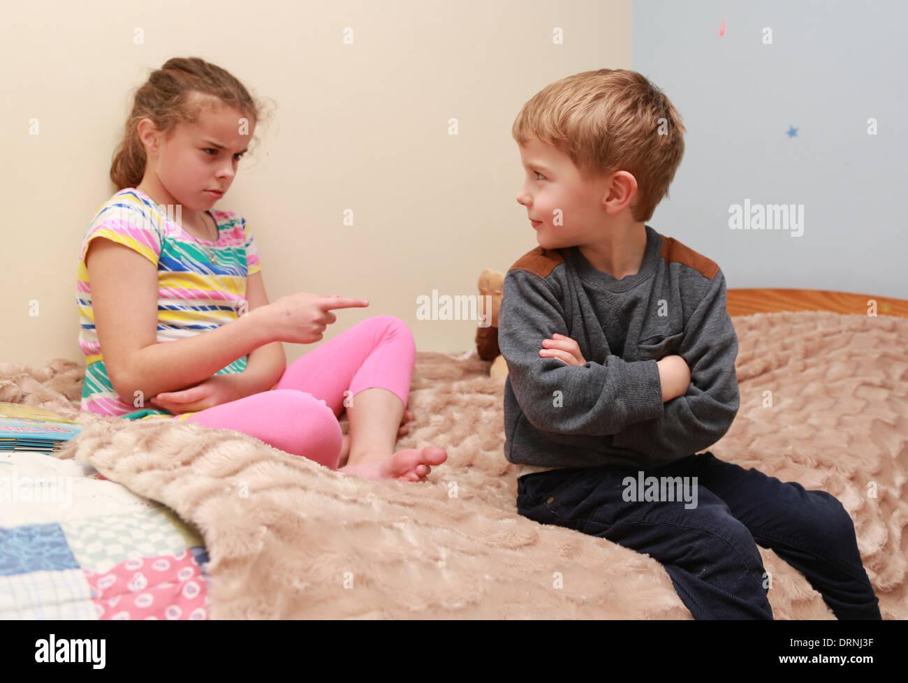 Русское порно как брат трахнул молодую сестру, Инцест. Брат и сестра. Мать и сын. И так далее Форум 5 фотография