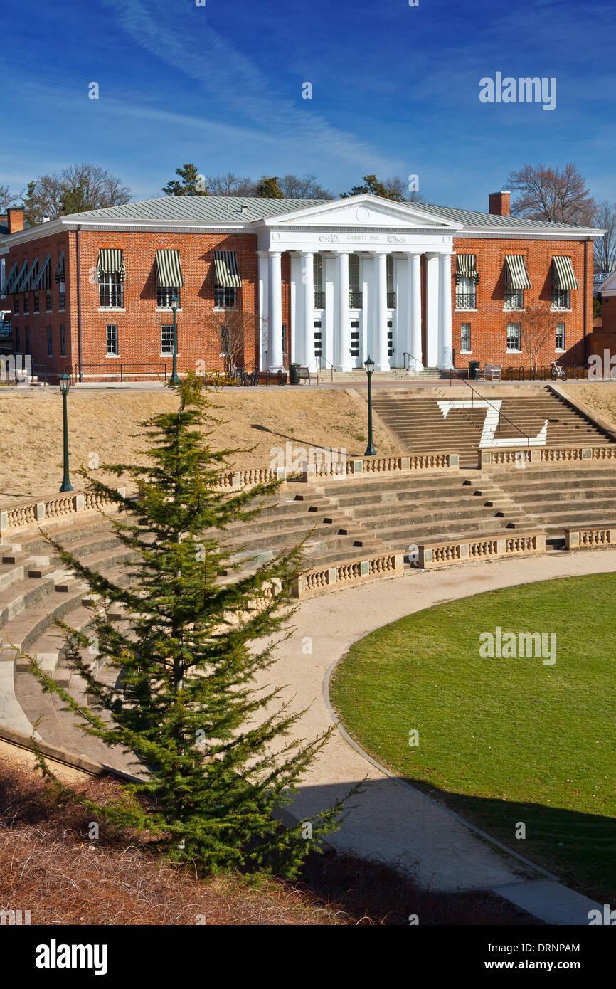 Garrett Hall with amphitheatre in foreground at UVA - Stock Image