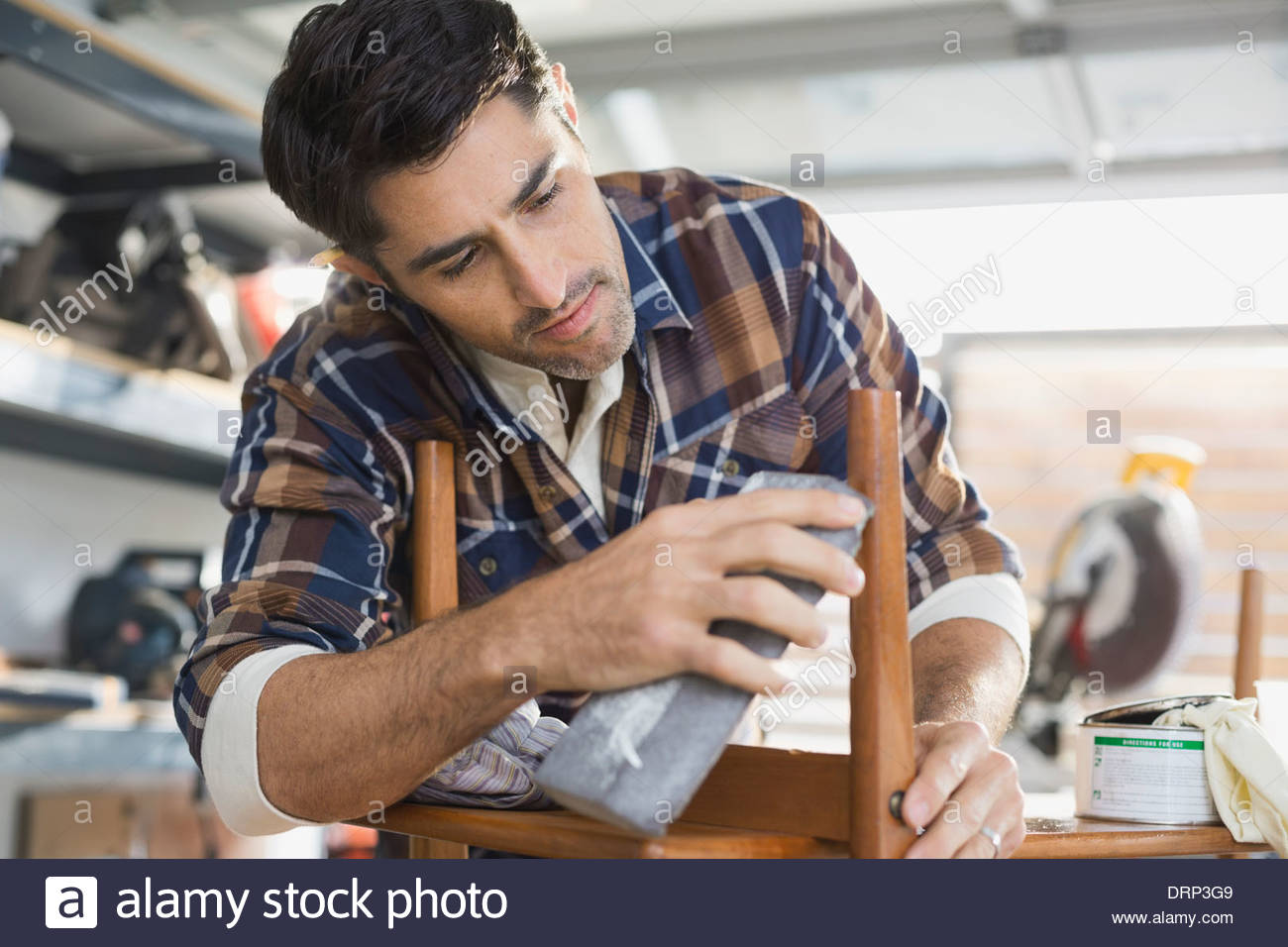 Carpenter working in workshop - Stock Image
