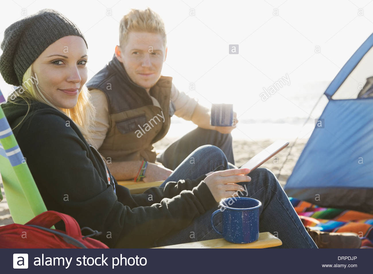 Couple camping on beach - Stock Image