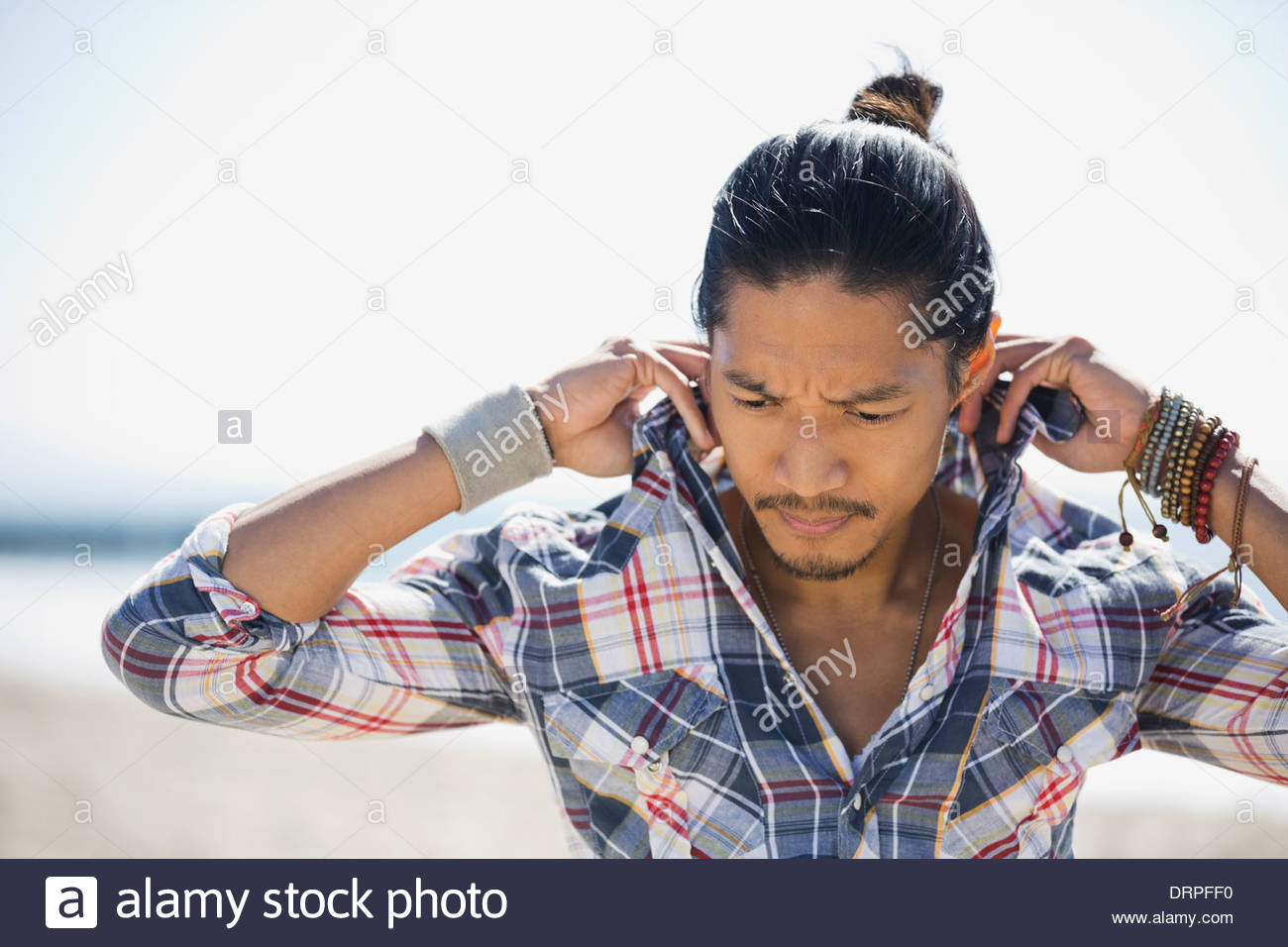 Man adjusting shirt collar - Stock Image