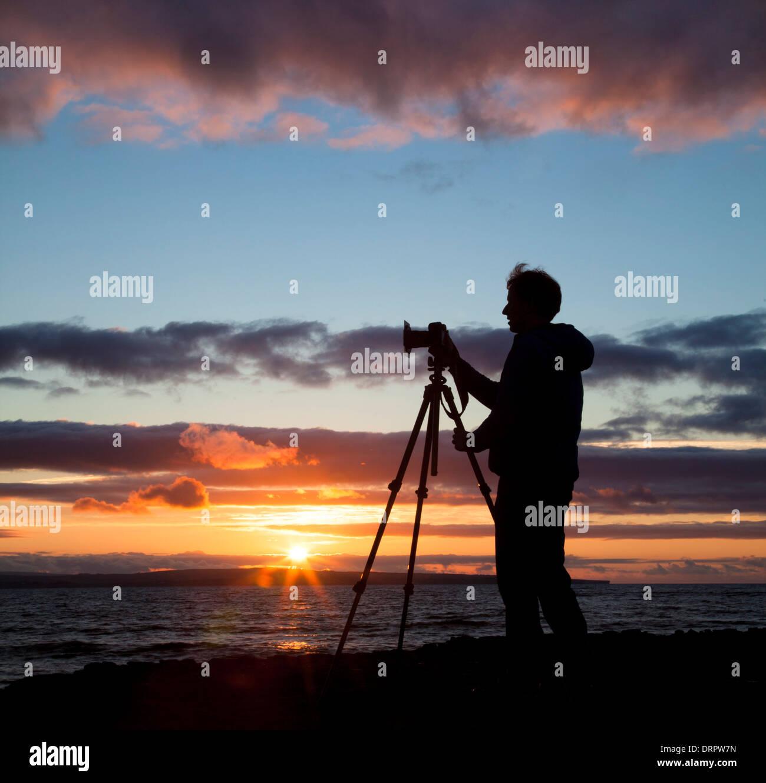 Landscape photographer Gareth McCormack taking photos at sunset, County Sligo, Ireland. - Stock Image