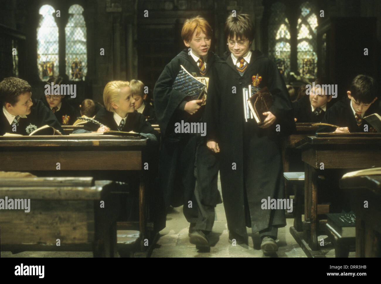 HARRY POTTER AND THE SORCERER'S STONE 2001 Warner Bros film with Rupert Grint centre left and Daniel Radcliffe - Stock Image