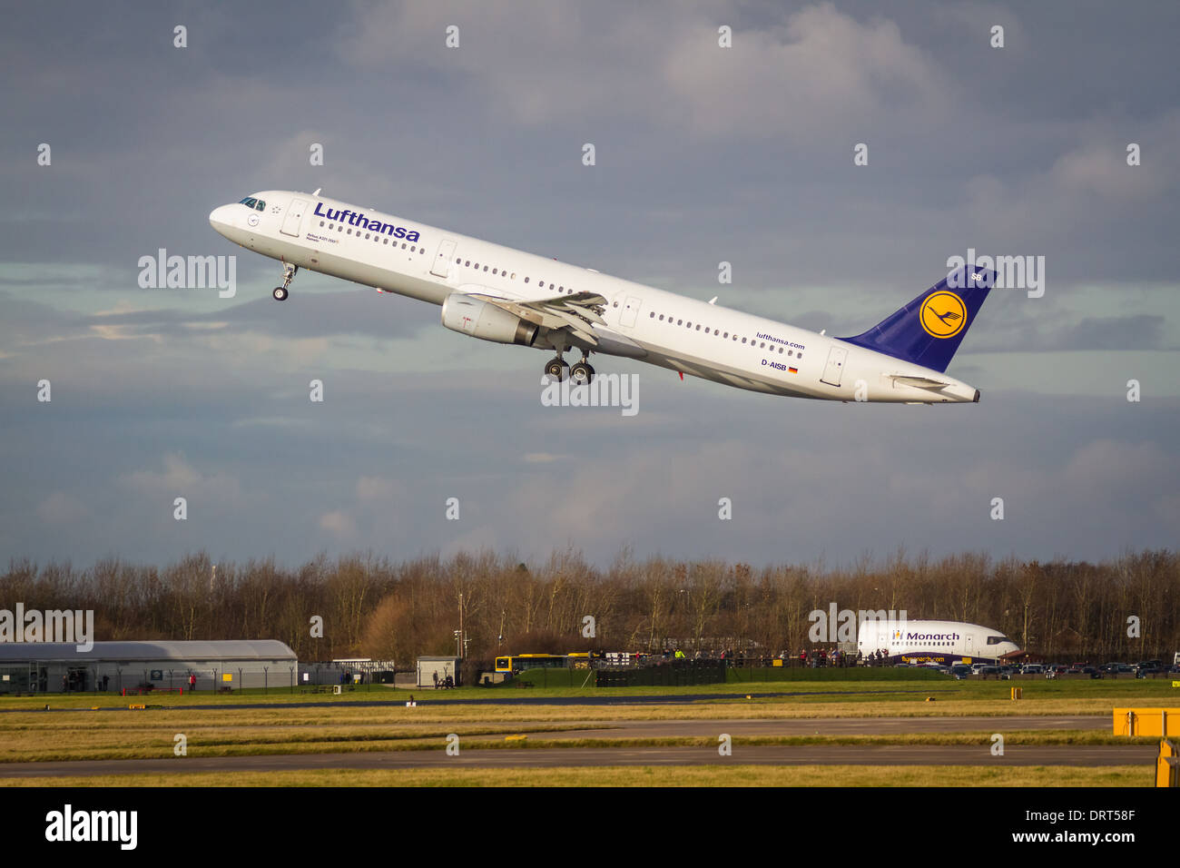 Lufthansa Airbus A321-231 D-AISB taking off from Manchester Airport - Stock Image