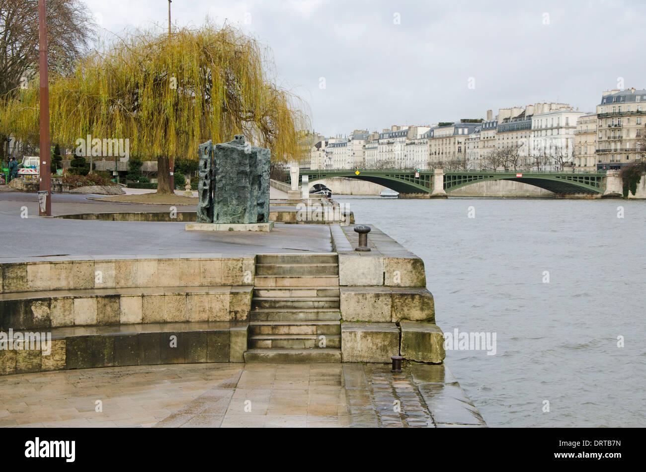 Pont Notre-dame, arch bridge over the river Seine to ile de la Cite in Paris, France. - Stock Image