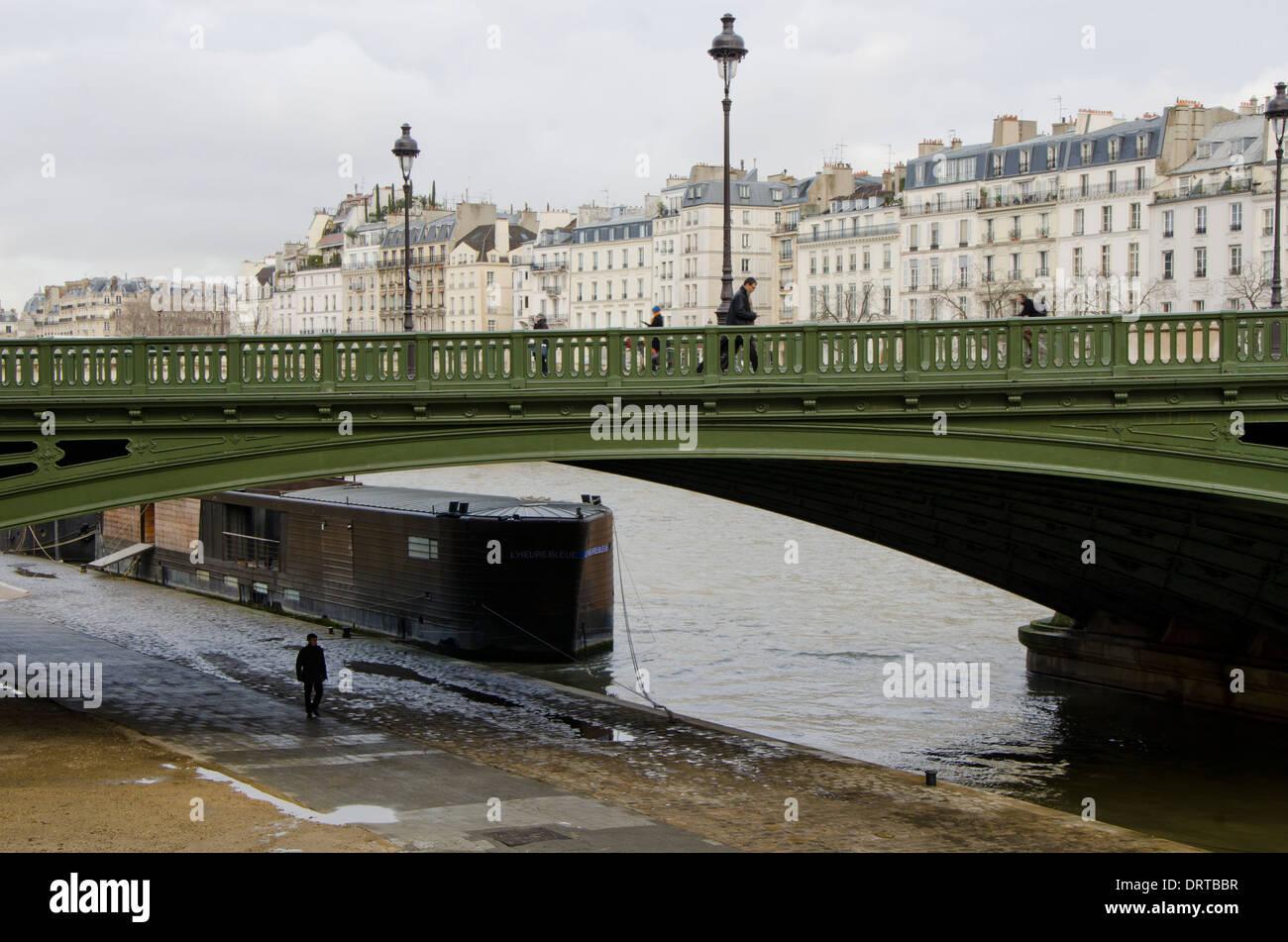 Pont Notre dame, arch bridge over the river Seine to ile de la Cite in Paris, France. - Stock Image