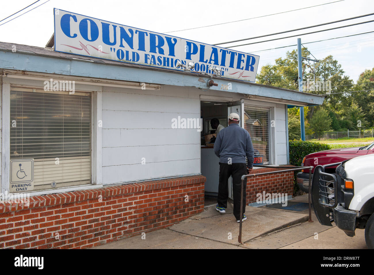 USA Mississippi MS Miss Cleveland Country Platter Restaurant soul food southern cooking  food exterior Stock Photo