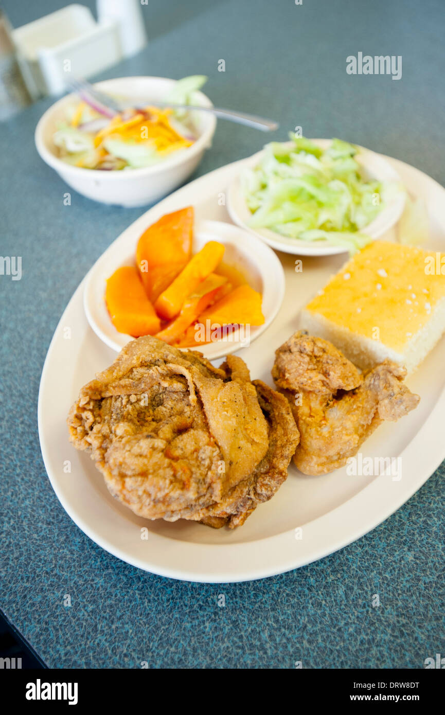 USA Mississippi MS Miss Cleveland Country Platter Restaurant soul food southern cooking  food fried chicken - Stock Image