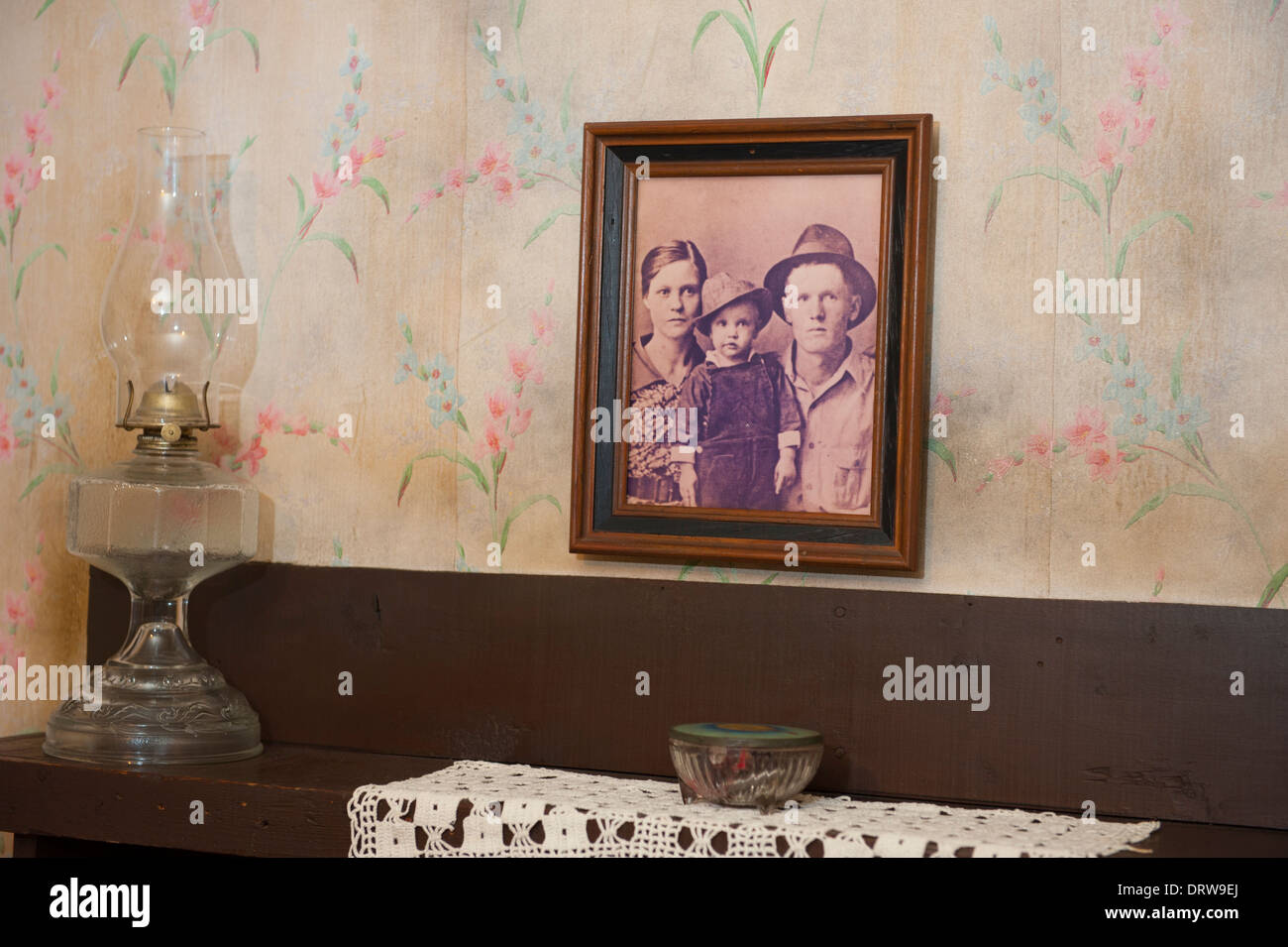 USA Mississippi MS Miss Tupelo Elvis Presley birthplace home birth - family portrait in the bedroom - Stock Image