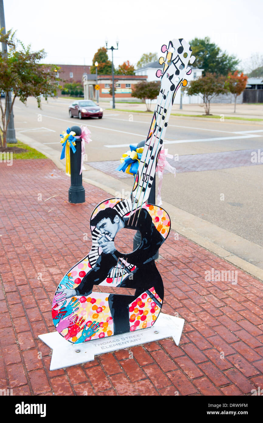 USA Mississippi MS Miss Tupelo downtown birth place birthplace home of Elvis Presley guitar art on the street - Stock Image