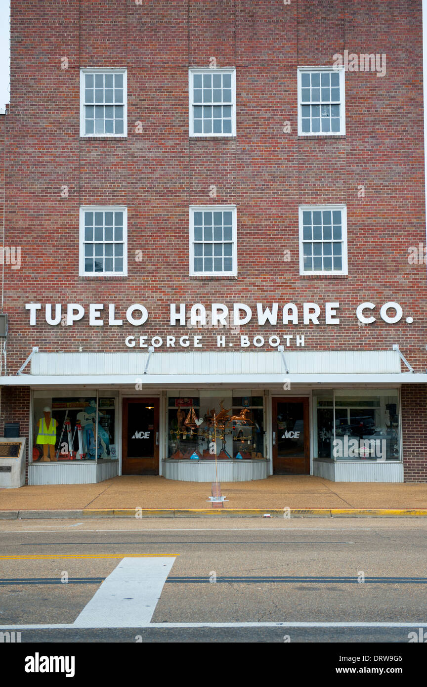 USA Mississippi MS Miss Tupelo downtown birth place birthplace home of Elvis Presley - Tupelo Hardware Store - Stock Image