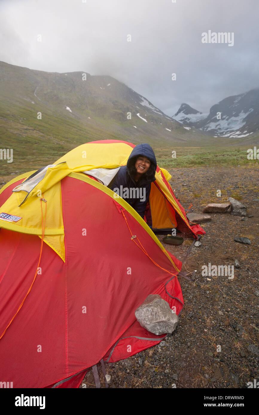 Outdoor photographer Zizza Gordon in tent camp in Ringsdalen in Jotunheimen, Norway. - Stock Image