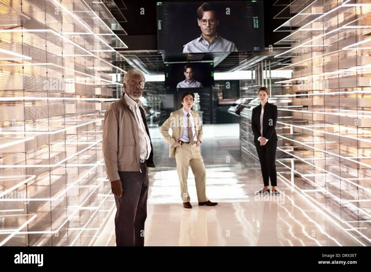 TRANSCENDENCE 2014 Alcon Entertainment film with from left: Morgan Freeman, Cillan Murphy, Johnny Depp (glasses) and Rebecca Hal - Stock Image