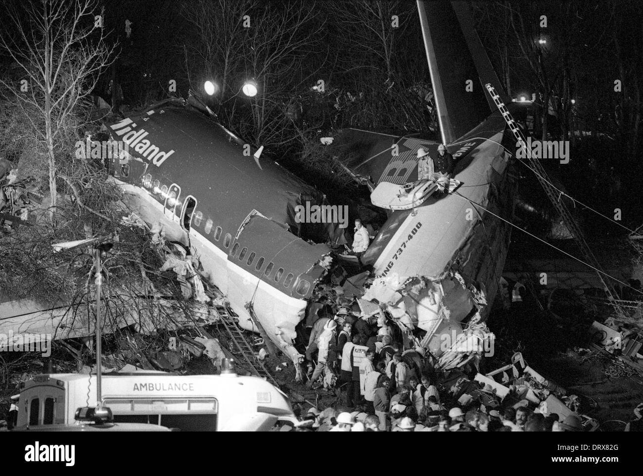 Kegworth Air Disaster 1989 emergency rescue working on the wreckage at night 8th January 1989 - Stock Image