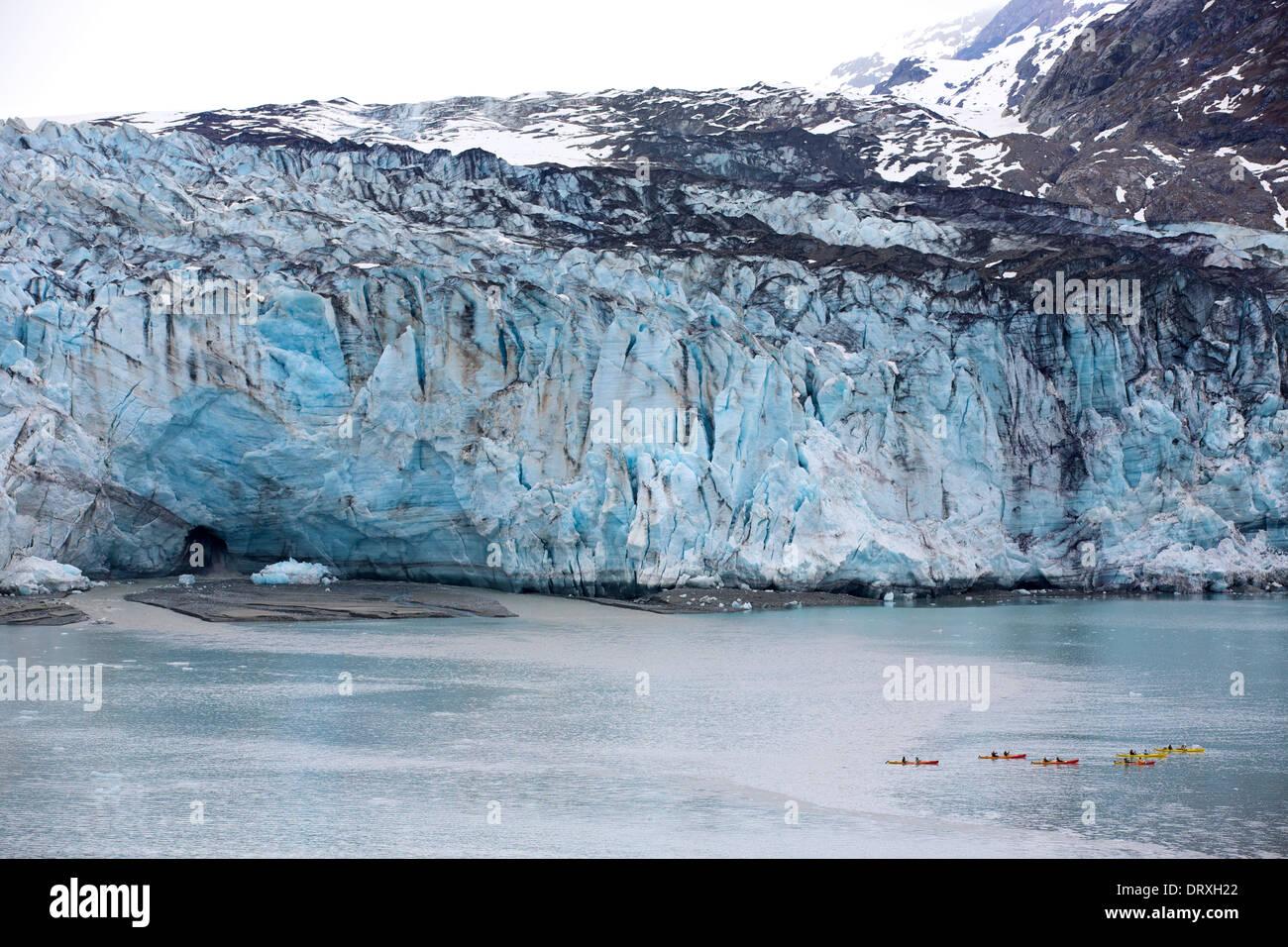 Kayakers in front of the Lamplugh Glacier, Glacier Bay National Park, Alaska - Stock Image