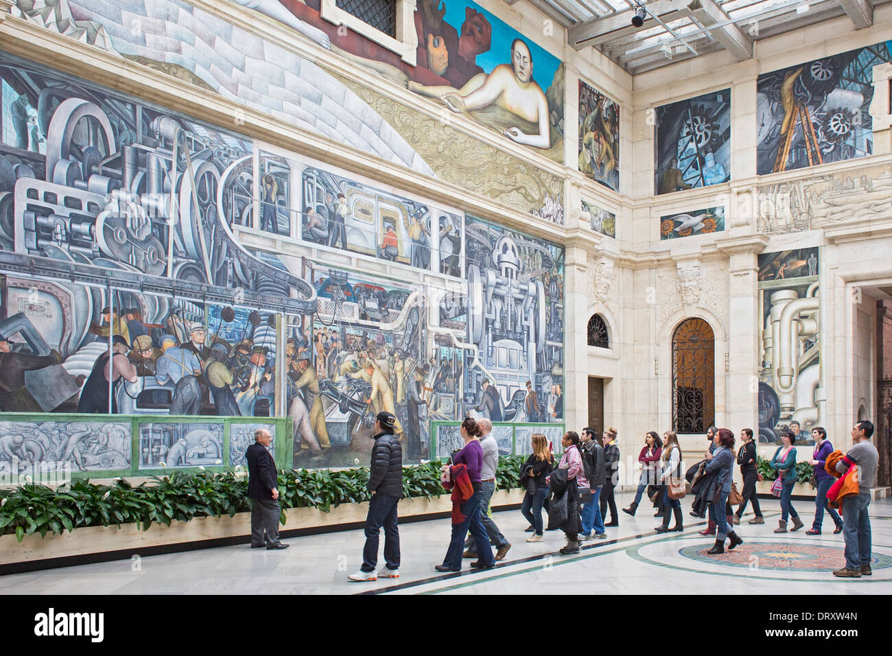Detroit, Michigan - A tour guide tells visitors about Diego Rivera's 'Detroit Industry' murals at the Detroit Institute of Arts. - Stock Image