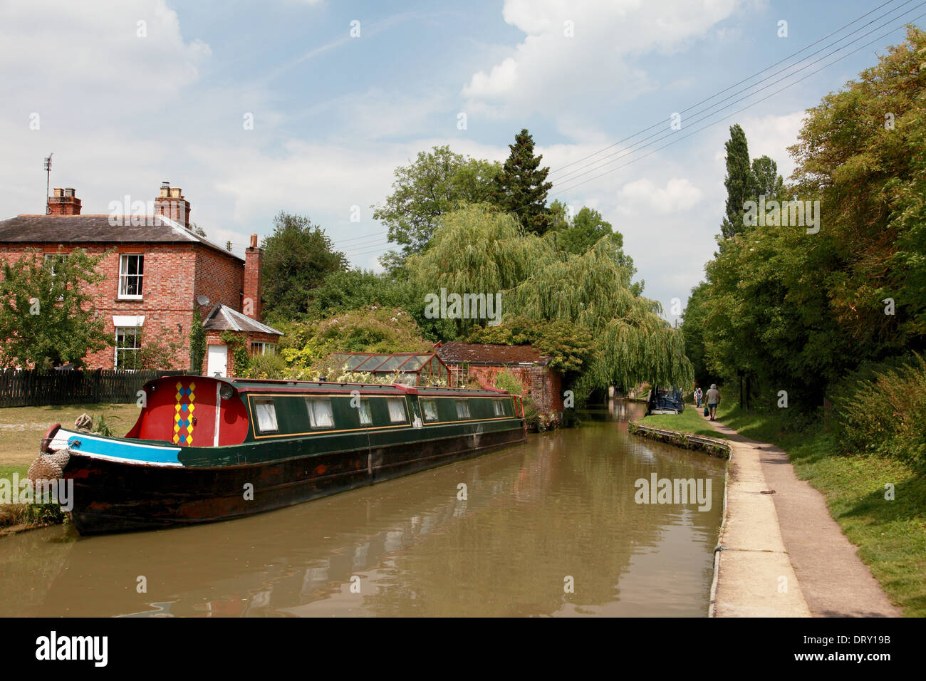 A narrowboat moored on the Oxford Canal in the village of Cropredy, Oxfordshire - Stock Image