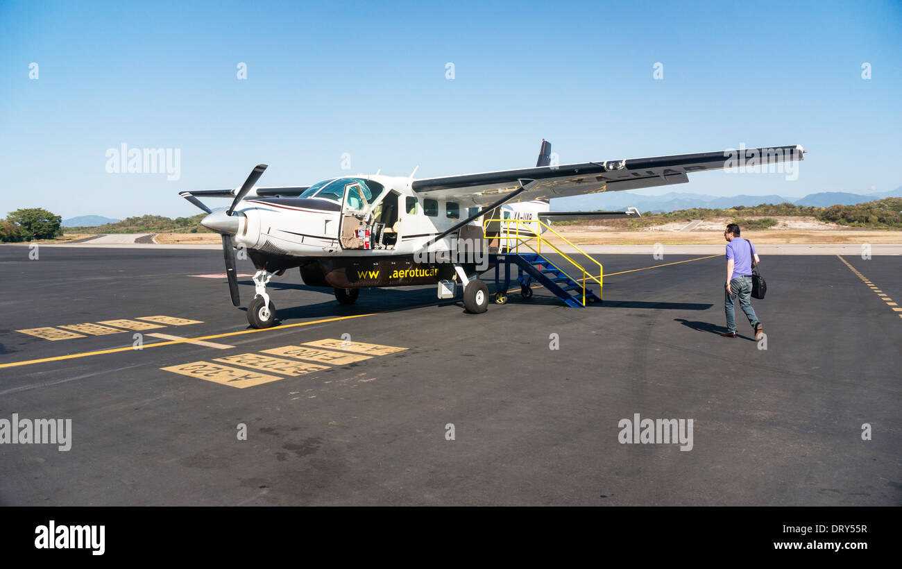 Single Engine Plane Stock Photos & Single Engine Plane ...