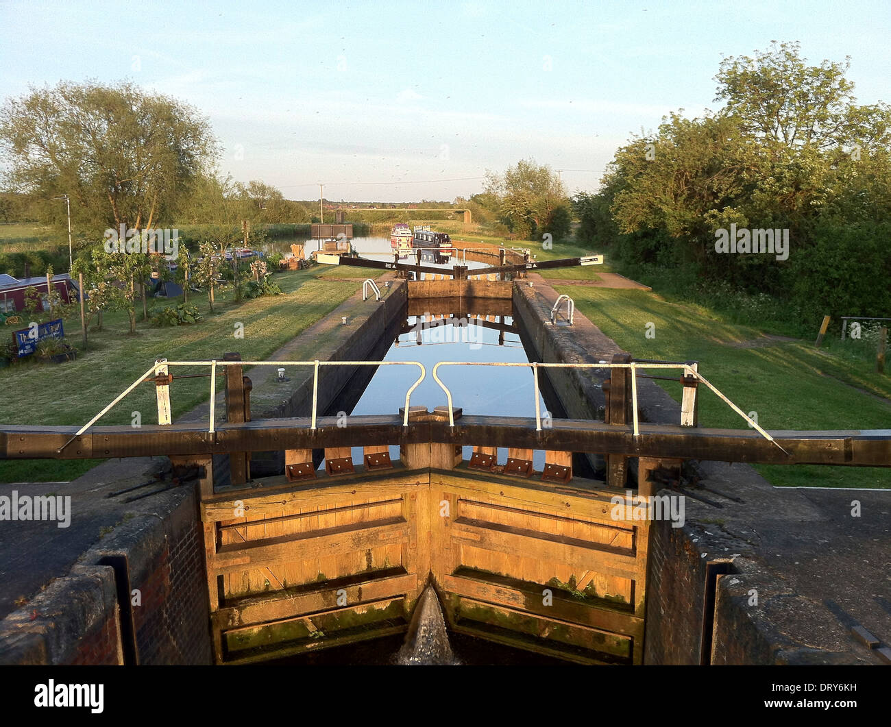Lock Gates at Evening on the River Soar at Sileby, Leicestershire, England - Stock Image